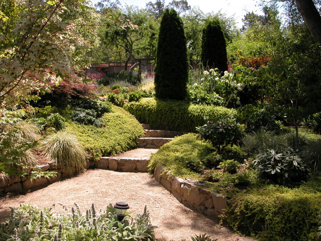 Um clássico jardim tipo mediterrâneo