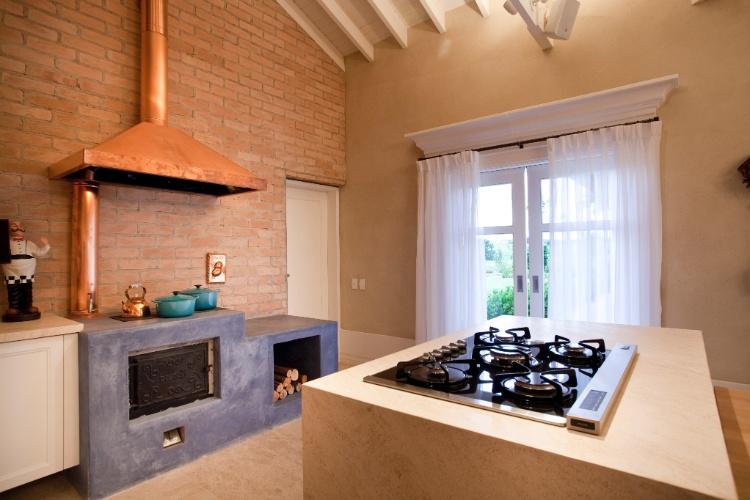 Detalhe da bancada de cozinha em Limestone bege claro