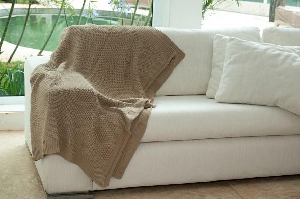 Manta de Trico para revestimento pontual do sofá