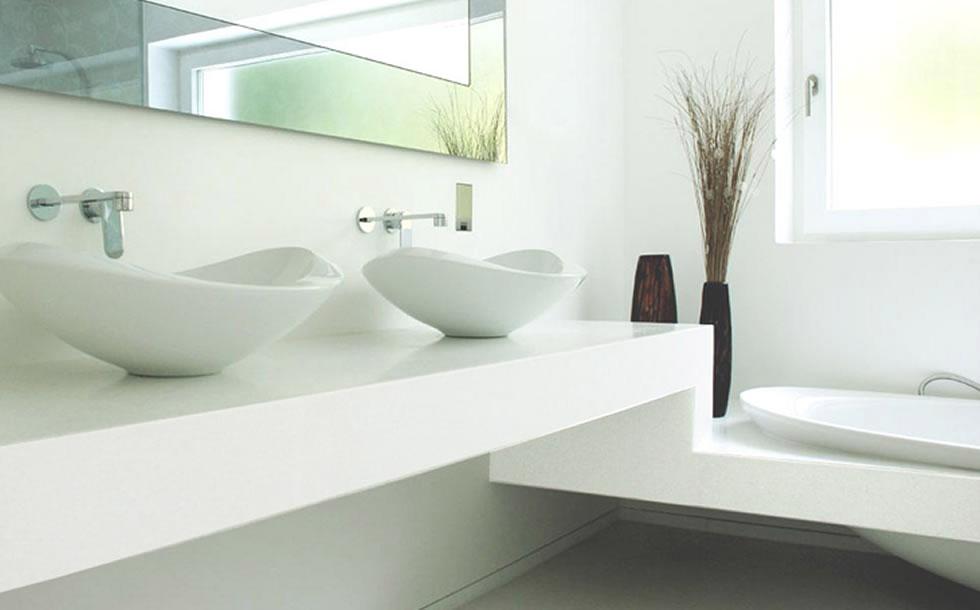 Nanoglasss branco usado o na bancada da cuba do banheiro