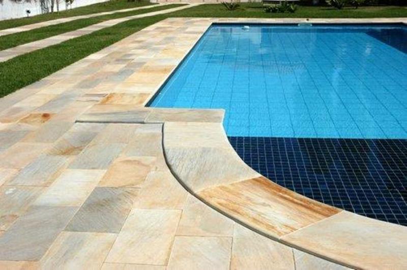 Revestimento de Caxambu para as áreas de entorno da piscina