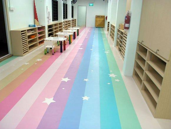 Piso de PVC colorido para revestimento do chão de sala de aula de escola de educação infantil