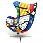 Cadeira Egg com estamppa estilo Romero Britto