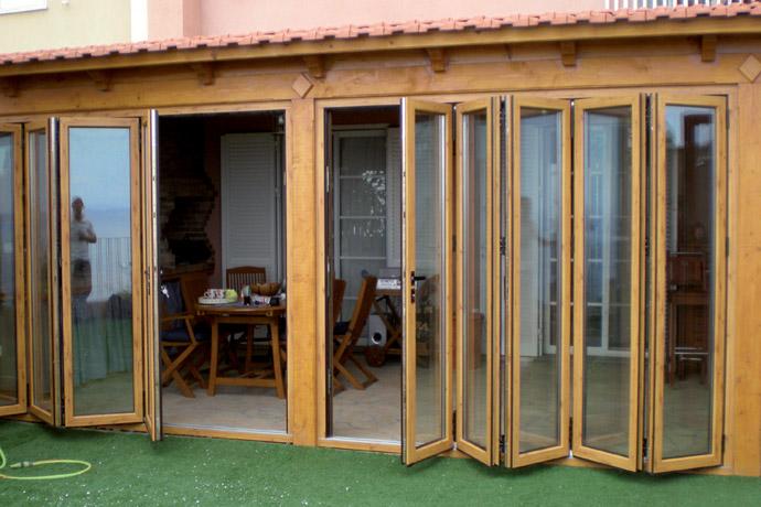 Proteção para área externa com porta camarão de madeira