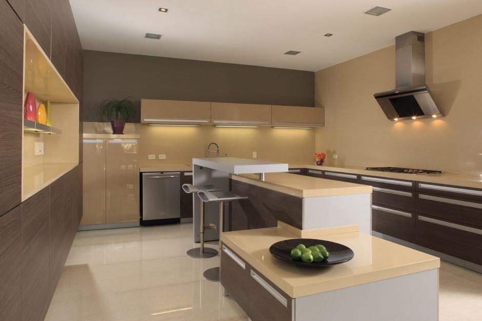 Projeto de cozinha que usa o material nos balcões e no revestimento das paredes