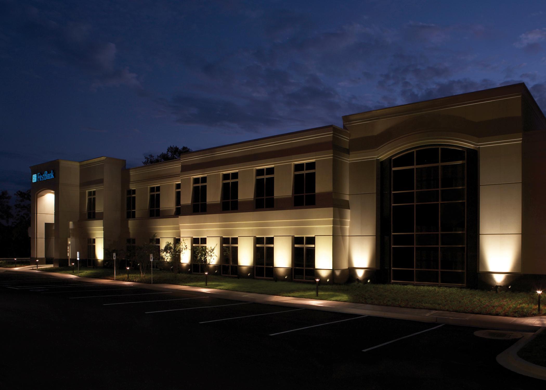 iluminação de fachadas através de refletores LED branco 30W