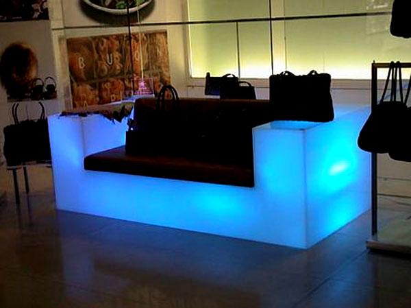 Modelo super criativo e diferenciado de Sofá com iluminação própria
