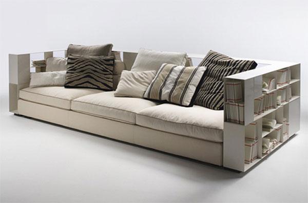 Modelo super confortável de sofá moderno que incorpora estante para livros nos apoios laterais