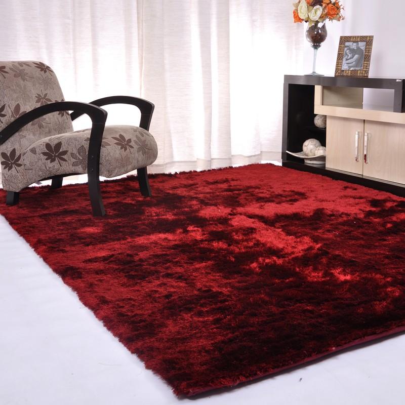 Tapete Shaggy Silk Silk vermelho decorando a sala de estar