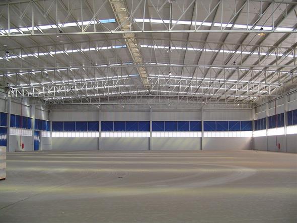 O Uso das telhas de zinco trapezoidais é indicado para a cobertura de pavilhões industriais devido sua economia.