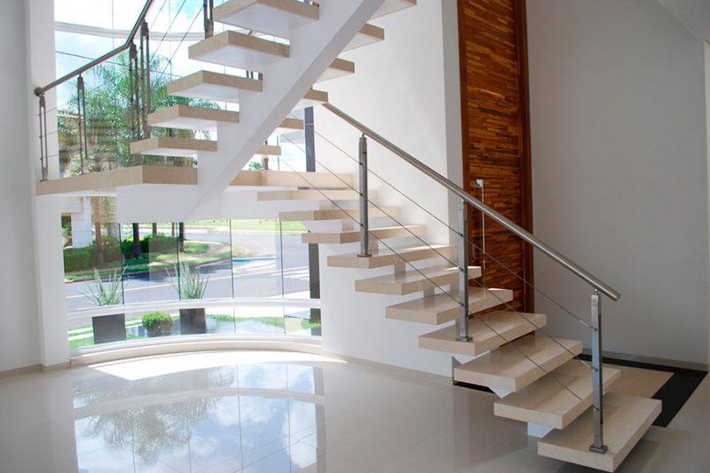 Escada em crema marfil