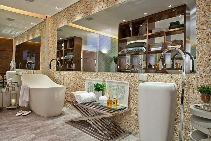 Revestimento com seixos para a parede do banheiro
