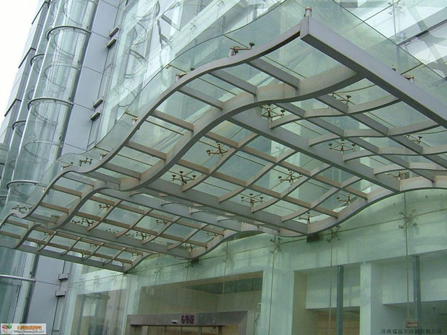 Paineis de vidro laminado curvo