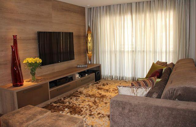 Sala de Estar com cortina super leve com tecido em tons de cinza