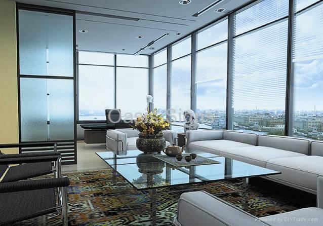 Apartamento com fechamento feito de esquadrias de vidro insulado