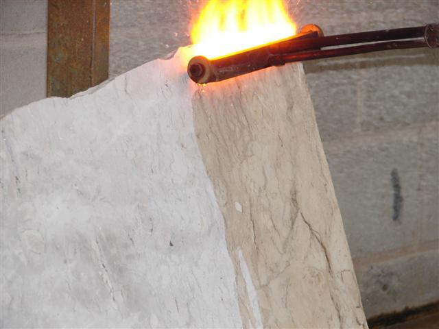 Processo de queima do granito flameado