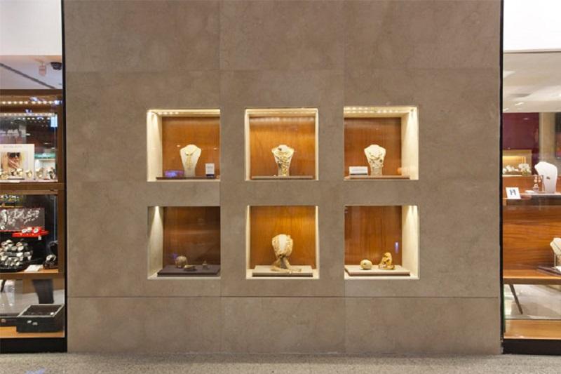 Revestimento de parede om nichos em mármore