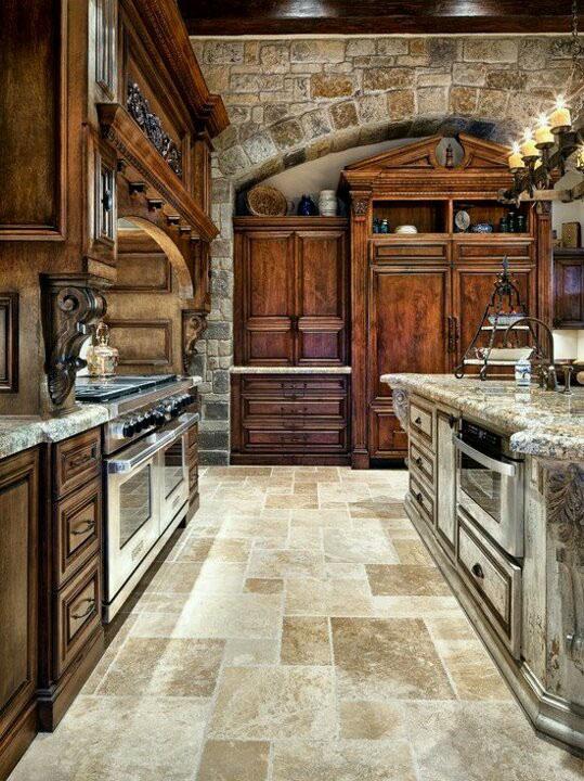 Já esse outro modelo de cozinha segue uma linha totalmente rústica mesclando o uso de madeira e pedra