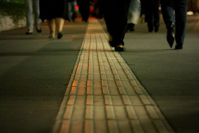Aplicação de revestimento tátil nas calçadas da Avenida Paulista