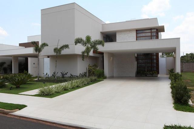 casa moderna com garagem de piso porcelanato