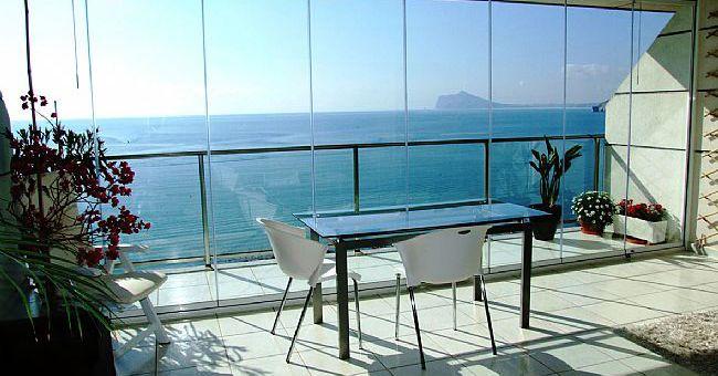 Fachada de vidro sem quadro de suporte da esquadria