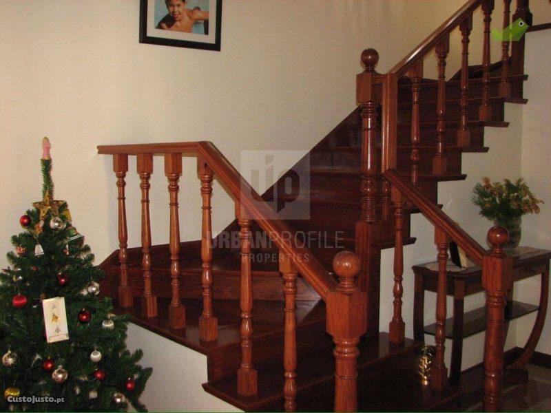 Balaústre de escadaria clássico em madeira