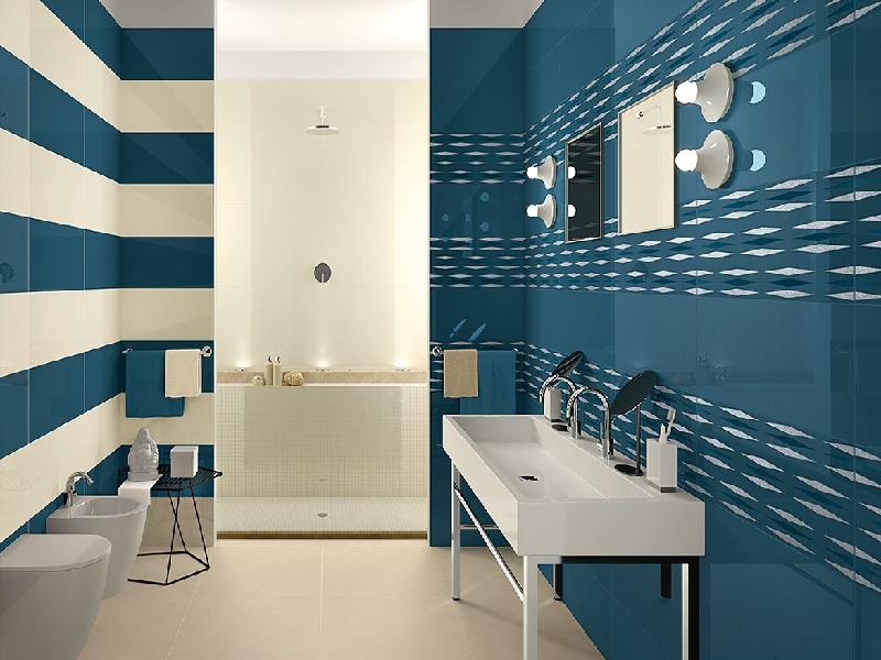 Paredes listradas com cores claras dão toque delicado a decoração desse banheiro super moderno