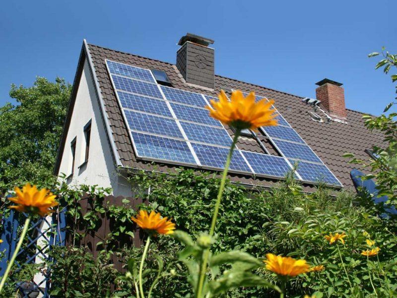 Os painéis solares residenciais são uma alternativa interessante para a geração local de energia, uma forma de reduzir o impacto na malha energética da construção