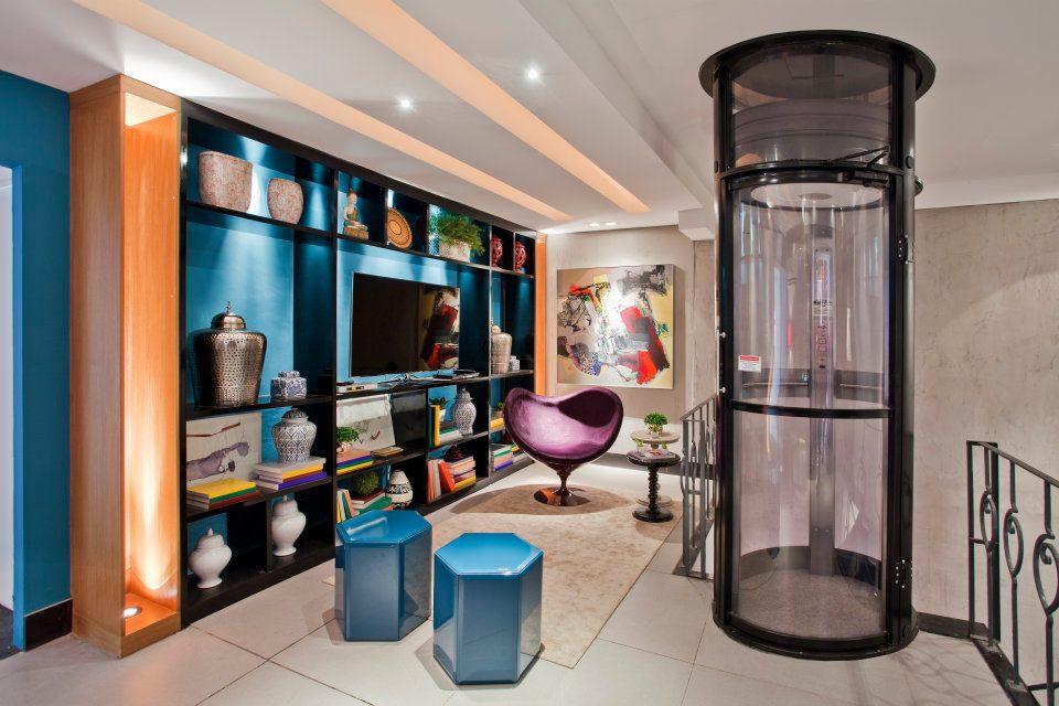 Projeto com elevador pneumático combina o design do equipamento com a decoração moderna do ambiente