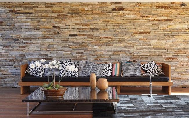 Filetes de Pedra madeira no revestimento de parede
