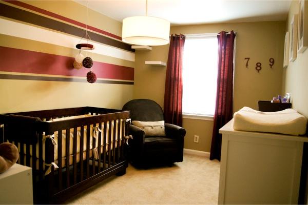 Outra dica é esse quarto infantil que mescla cores claras e escuras