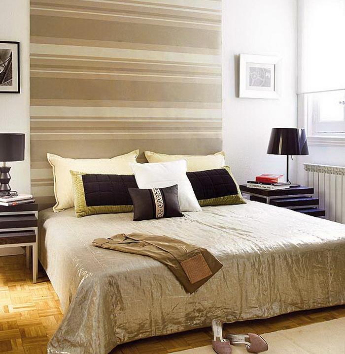 Até a parede listrada pode assumir um tom super sério com uso de cores mais sóbrias, como esse marrom