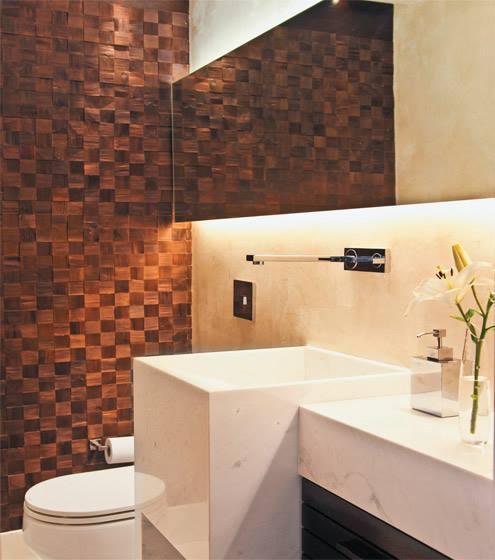 mosaico xadrez de pedra ferro no revestimento de parede do lavabo