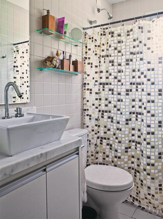 prateleiras de vidro banheiro