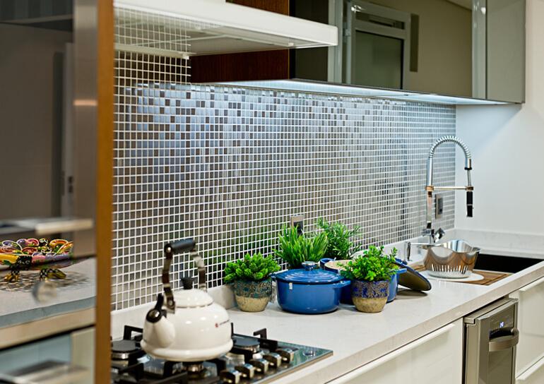 Cozinhas revestida com Pastilhas de Cerâmica Escuras