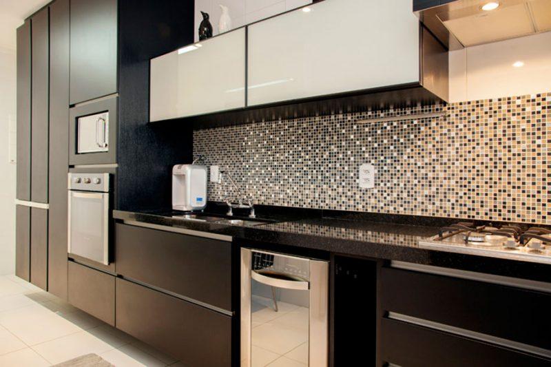 Pastilha de Vidro coloridas em parede de cozinha