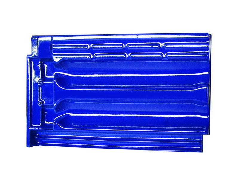 Telha francesa esmaltada em coloração azul intenso