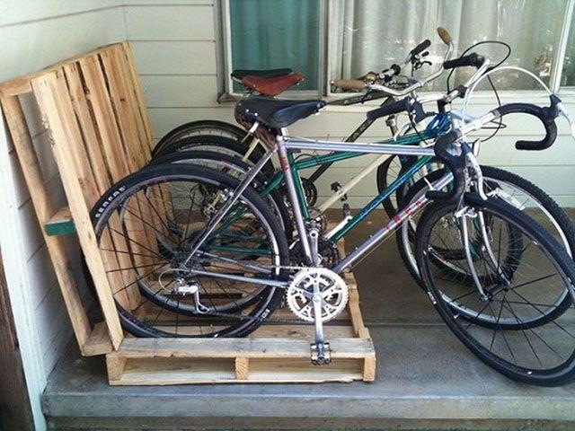 Bicicletário coberto feito com pallets reutiliados
