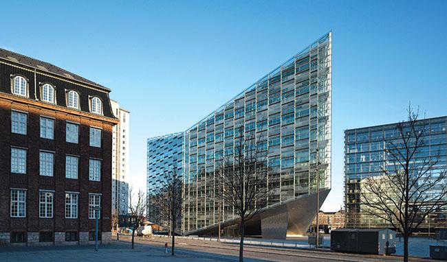 Fachada ventilada de vidro em projeto de arquitetura internacional
