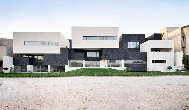 fachadas de casas geminadas em preto e branco