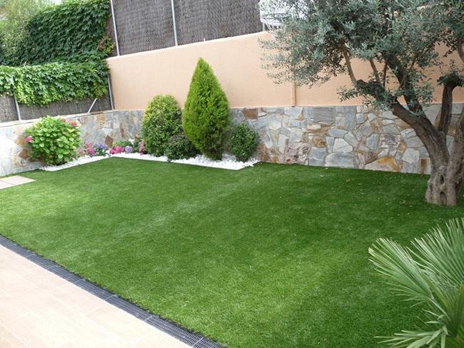 Bem aparada, a grama batatais fica super homogênea, ideal para a composição de jardins com gramados