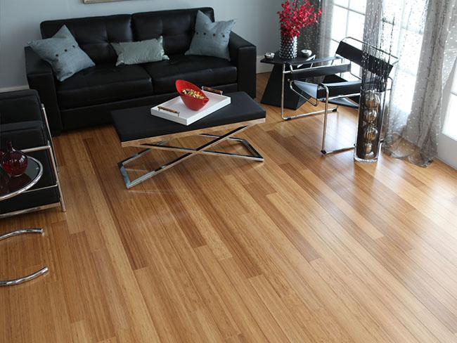 Piso de Bambu usado no revestimento do piso de sala de estar