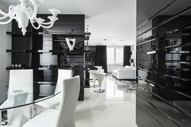 Sala de jantar decorada em preto e branco