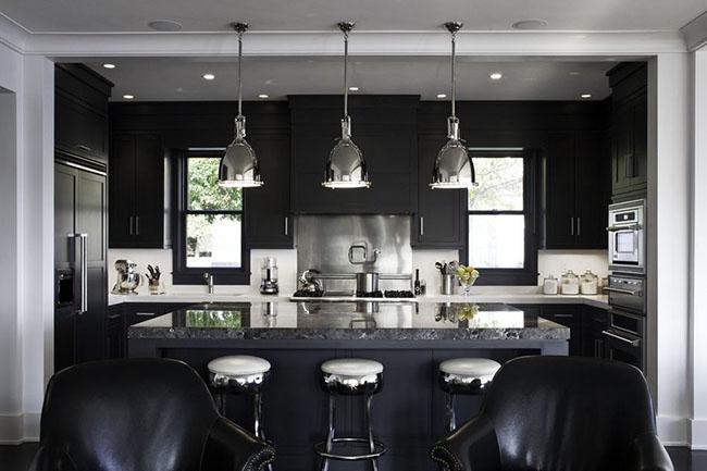 Decoração de cozinha em preto e branco