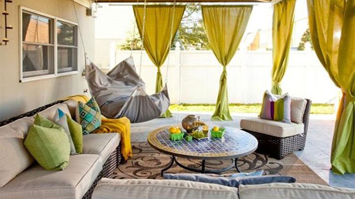 Rede cadeira estofada para descanso na varanda