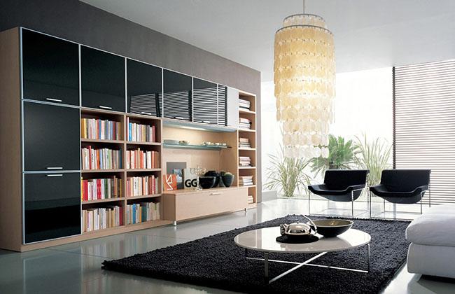 Decoração de sala de estar em preto e branco com lustre pendente