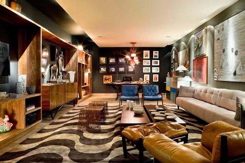 Tapete para sala com padrão de formas orgânicas, e cores em tons de marrom