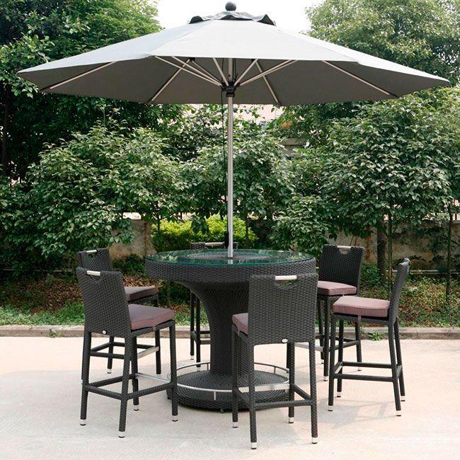 Um dos modelos de cadeiras para piscina que mas fazem sucesso são as com guarda-sol para aproveitar melhor o verão