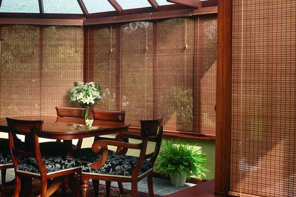 Podem ser usada até em varandas cobertas, para impedir a entrada direta de insolação
