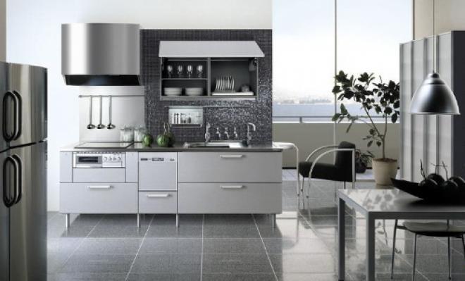 Cozinha Integrada com parede revestida com pastilhas de aço inox